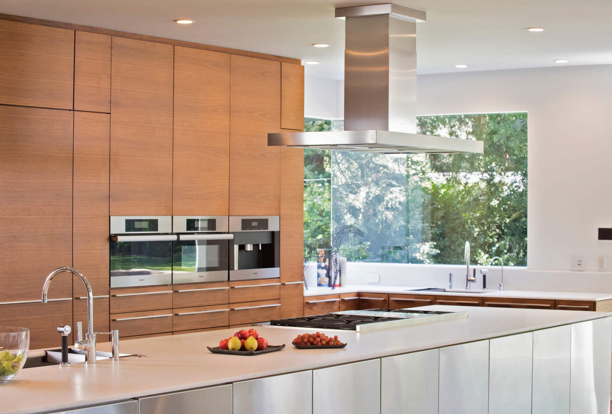 Horizontal grain matched wood kitchen cabinet design in Atherton San Francisco, Bay Area